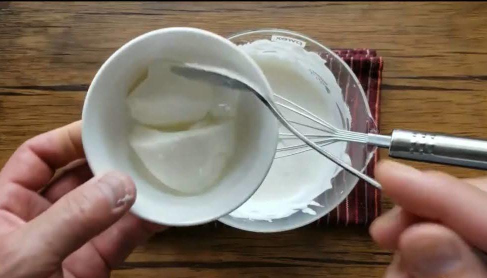 ヨーグルトを混ぜる